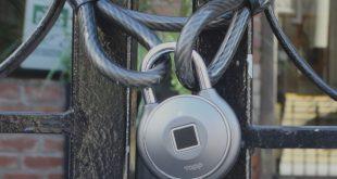 قفل دارای حسگر اثر انگشت
